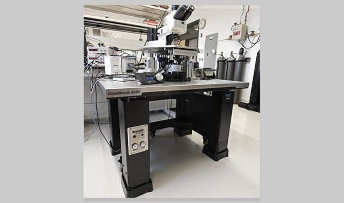 CleanBench Aktiv table supporting an optical microscope for a life-science research application at Harvard University